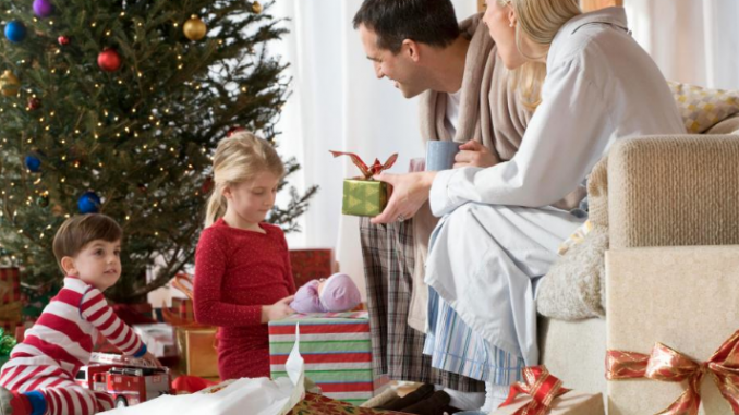 How to Celebrate the Holidays with Long-distance Loved Ones – Better HouseKeeper